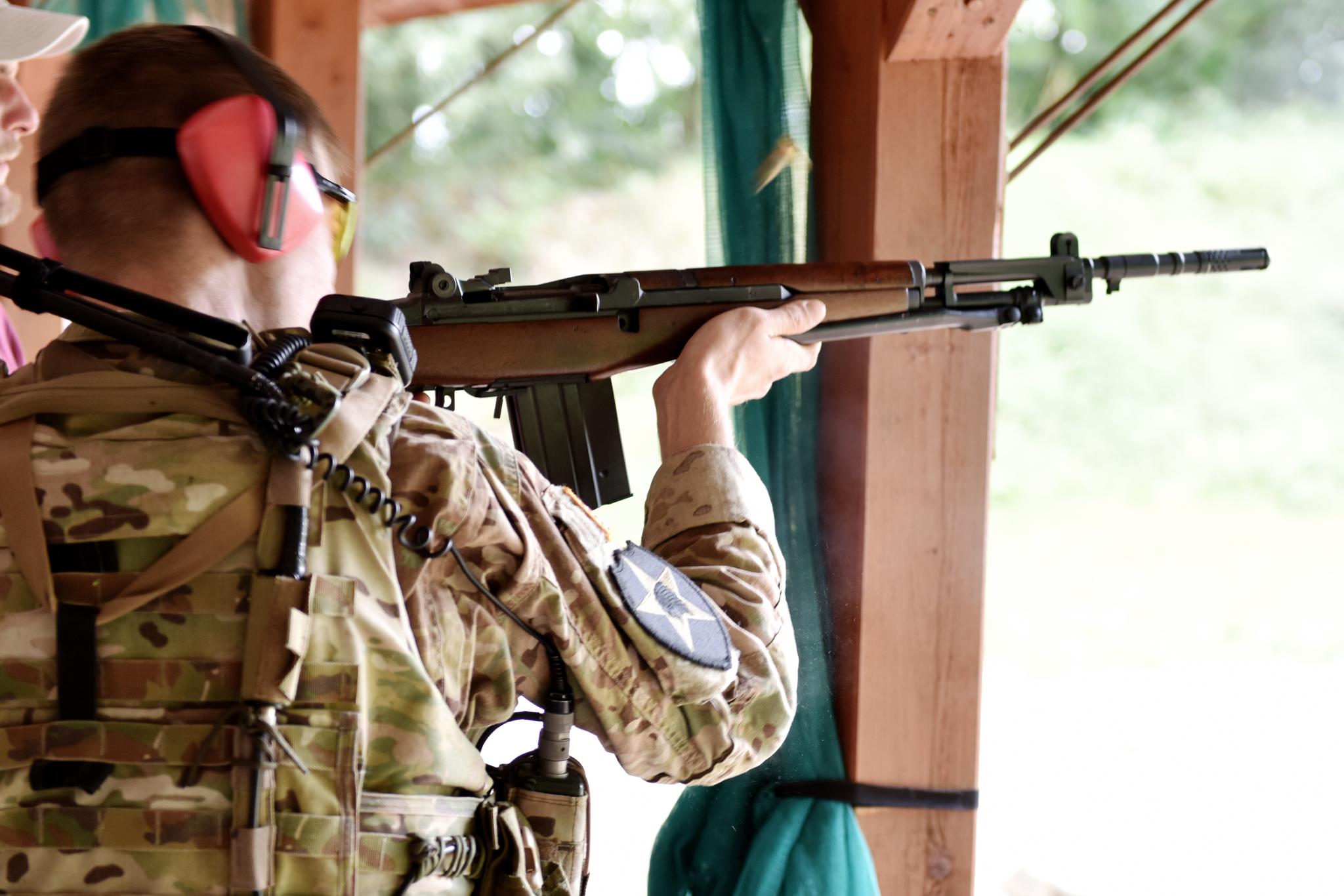 Naši členové absolvují i ostré střelby. Zde samonabíjecí puška Beretta BM59, komorovaná na náboj 308win. Mimochodem vyrobená z dílů pušky Garand