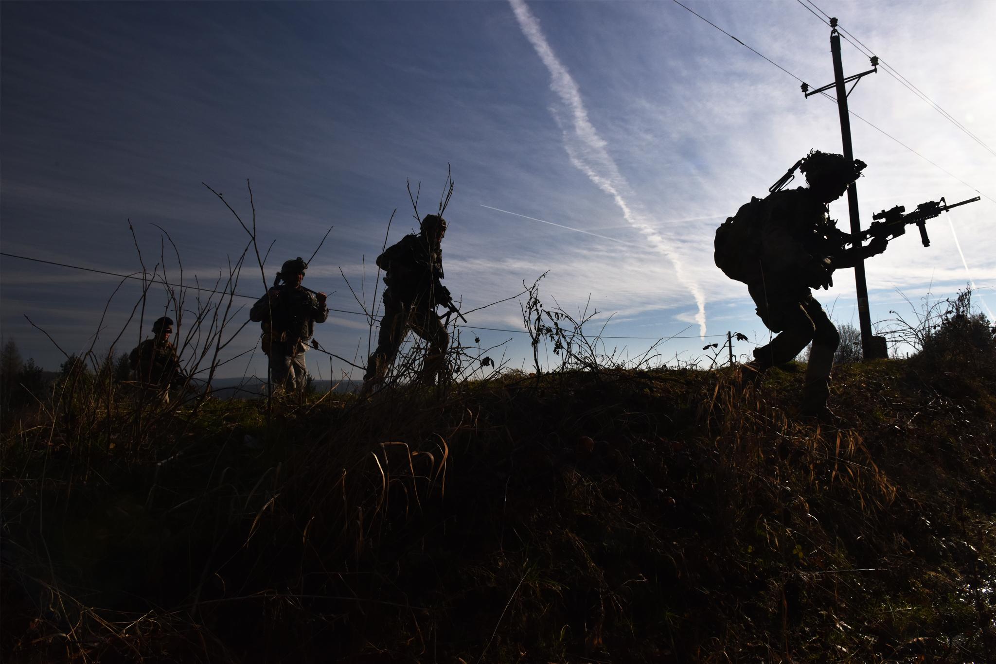 Podvečerní přesun jednotky v bojové oblasti