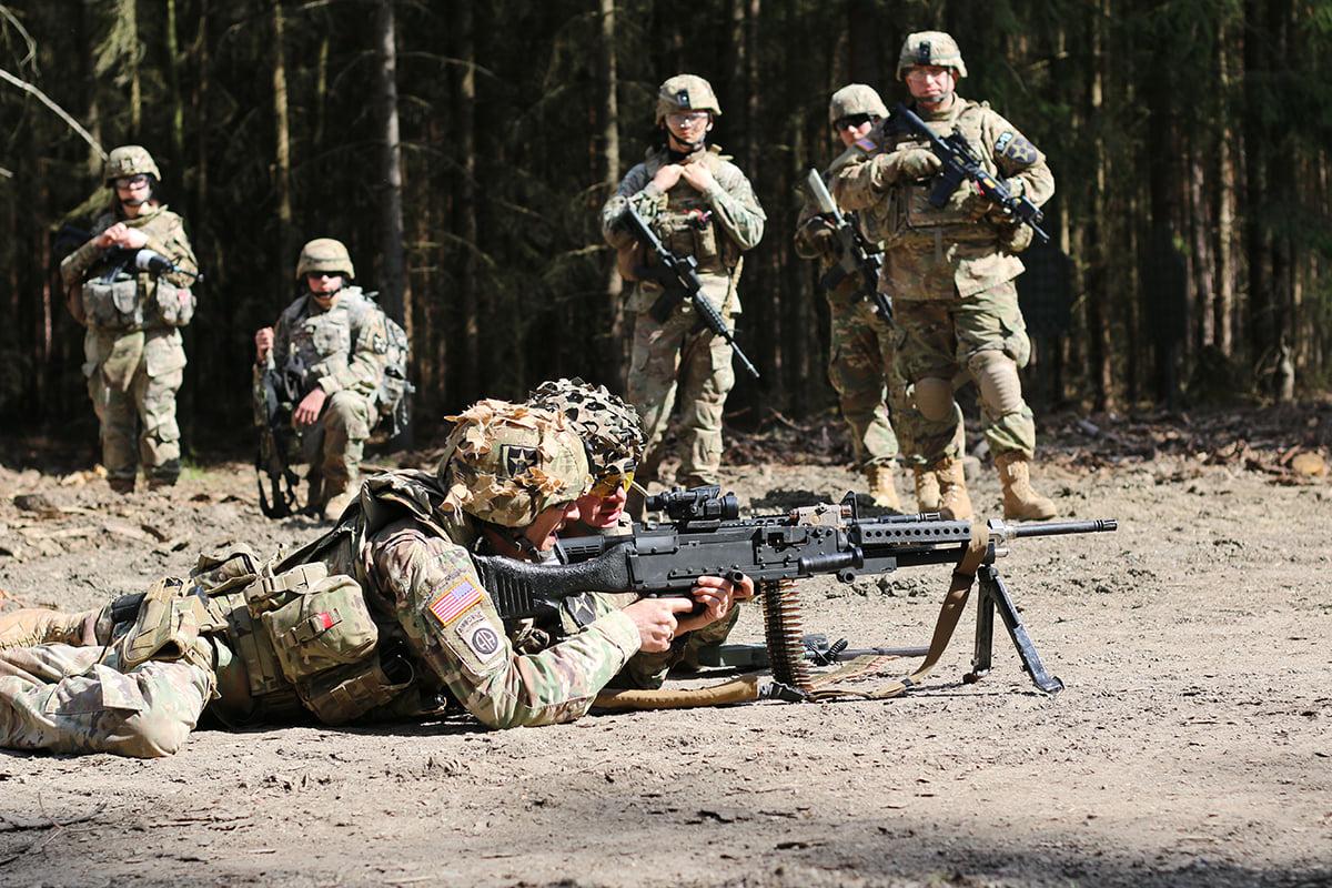 Demonstrace použití kulometu M240b