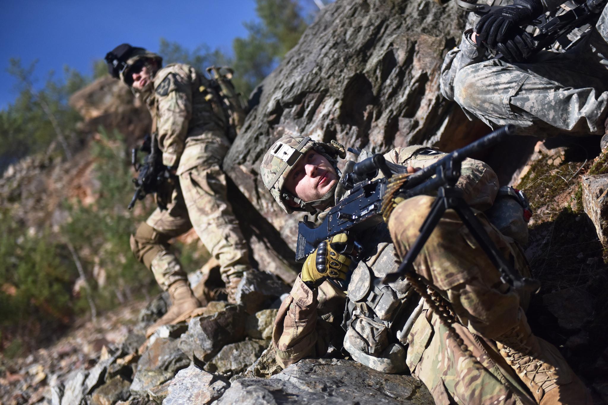 Výcvik v horských oblastech pomáhá zvyšovat fyzičku i kooperaci jednotlivců