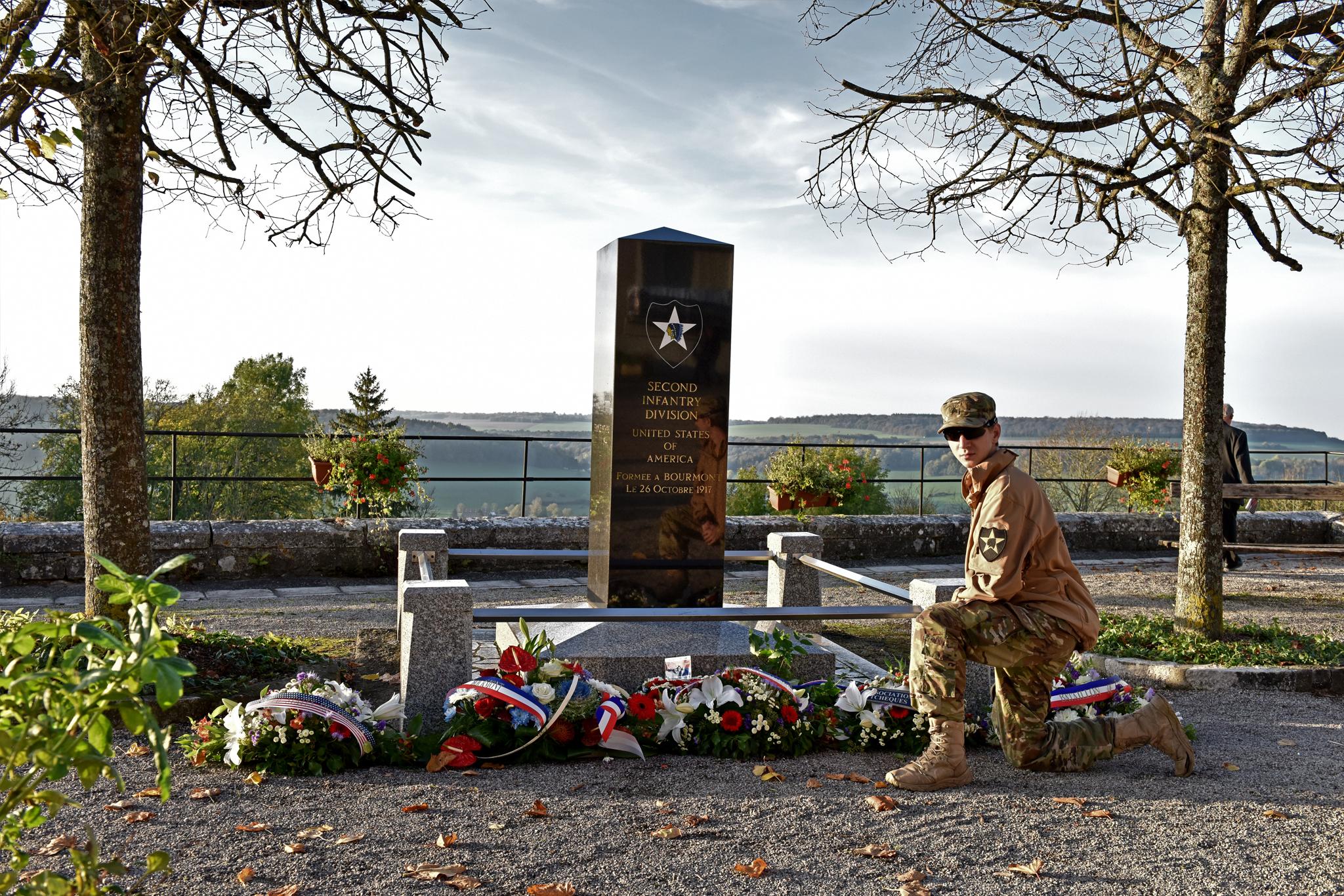 SSG Černý u pomníku druhé pěší divize ve francouzském Bourmontu. Zde jsme se zúčastnili oslav stého založení jednotky.
