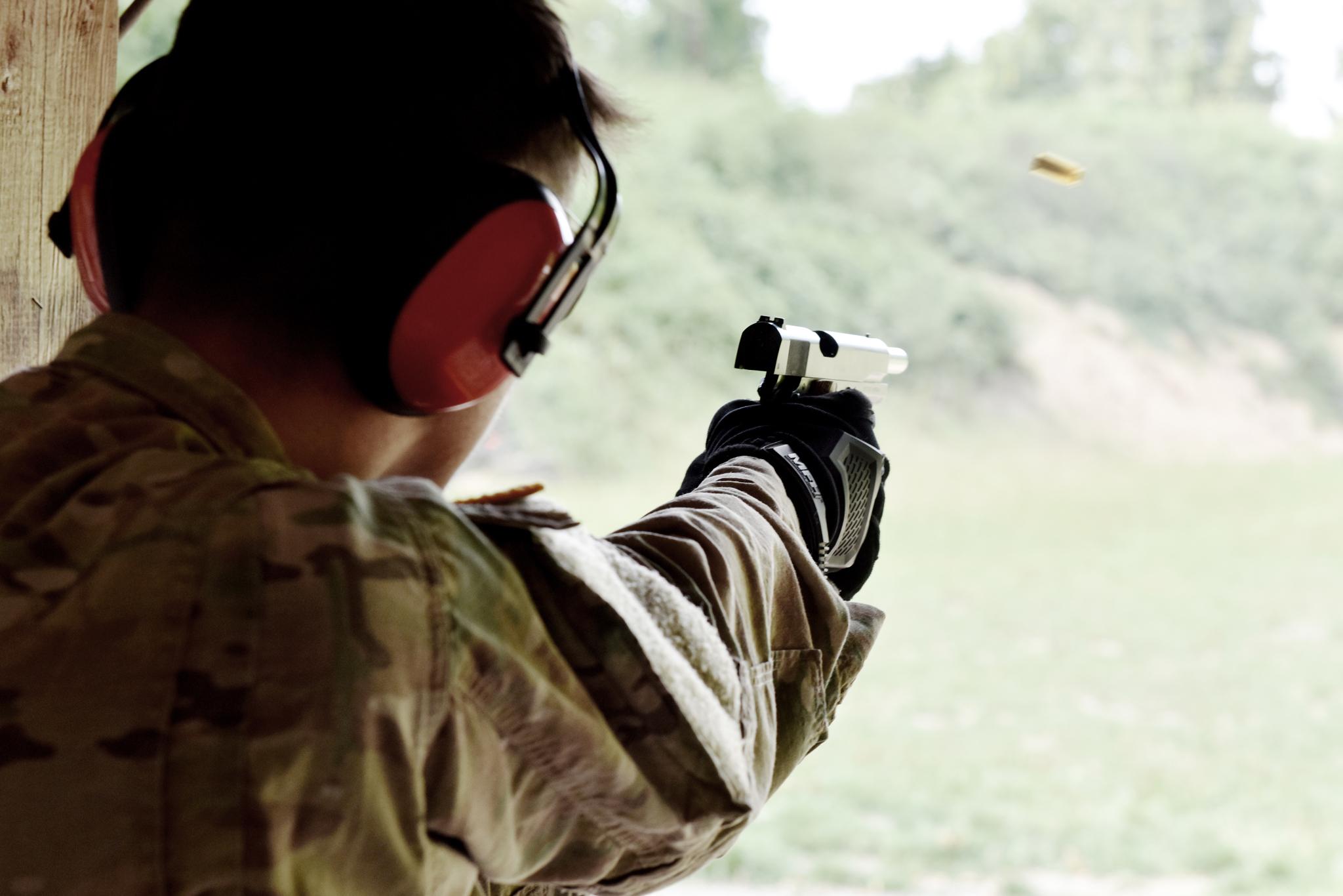 Naši členové absolvují i ostré střelby. Zde Colt 1911A1 v ráži .45 ACP